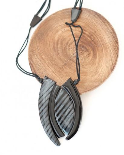 Кулон на шнурках чёрный в полоску