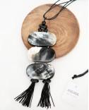 Рог, кулон с кисточками на шнурке