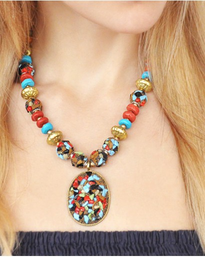 Multicolored necklace with pendant