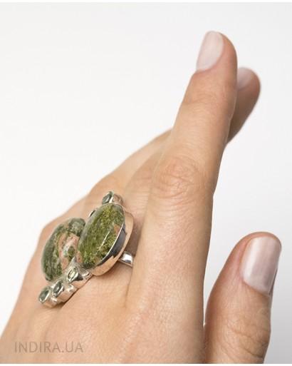 Кольцо с зеленым аметистом и яшмой