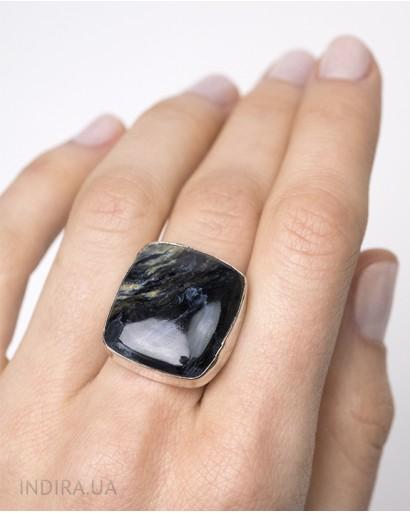 Кольцо с петерситом