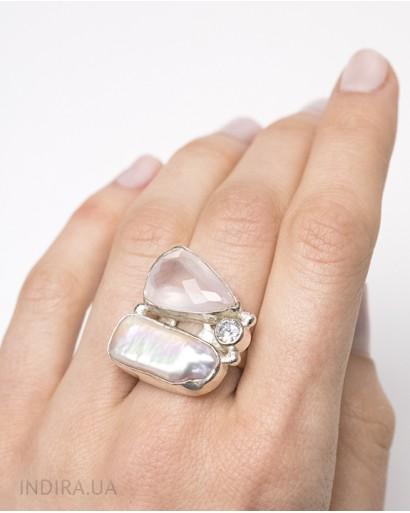 Кольцо с розовым кварцем и барочным жемчугом