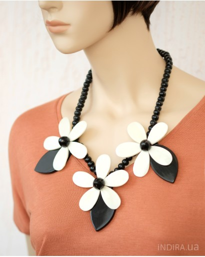 Horn and Bone Necklace, Flowers
