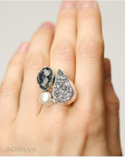 Кольцо с рутиловым кварцем, серой друзой агата и жемчужиной