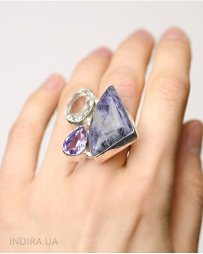 Кольцо с аметистом, радужной титановой друзой и пренитом