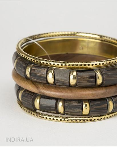 Набор браслетов из дерева